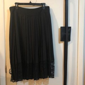 Flowy Black skirt with lace detail